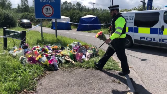 flowers are laid and forensic teams search the area at the crossroads of ufton lane and lambdens hill near to the village of sulhamstead berkshire... - newbury west berkshire stock-videos und b-roll-filmmaterial