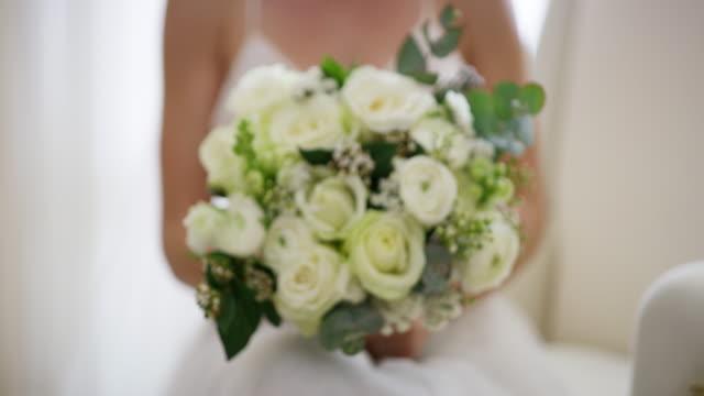vídeos de stock e filmes b-roll de flowers fit for an elegant occasion - ramo parte de uma planta