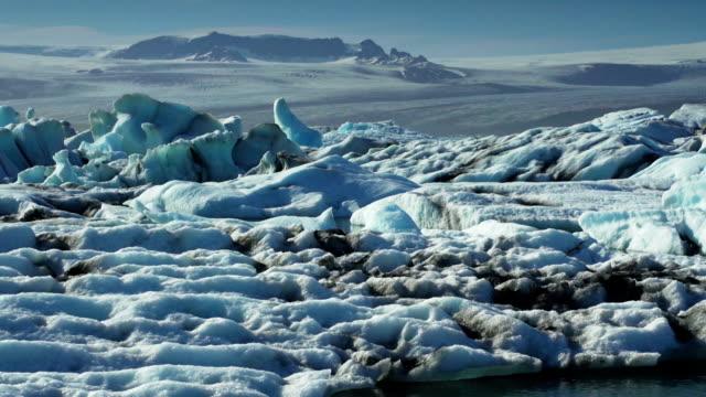 vidéos et rushes de qui coule icebergs monde chaleureux avertissement - climat