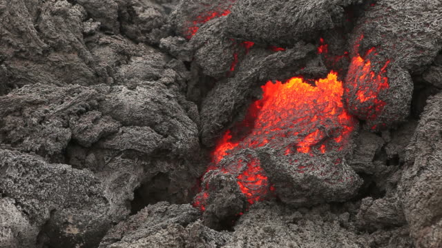stockvideo's en b-roll-footage met flowing lava (full hd) - active volcano