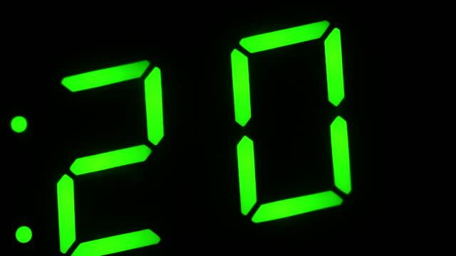 stockvideo's en b-roll-footage met fluorescent display - bomb countdown timer