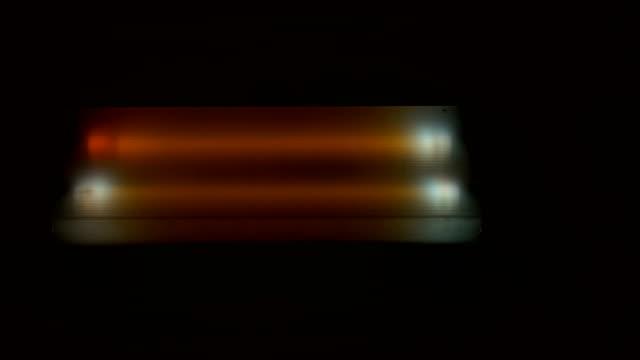 fluorescentielamp sterft het opvlammen. thriller genre