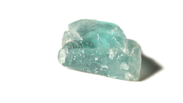 vídeos de stock e filmes b-roll de fluorite mineral stone sample in rotation with white background - jaspe mineral