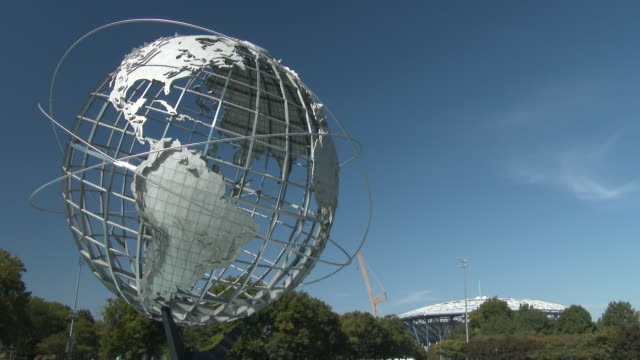 vídeos de stock, filmes e b-roll de flushing meadows park unisphere / arthur ashe stadium - queens nyc - flushing meadows corona park