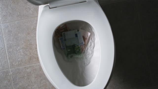vídeos y material grabado en eventos de stock de flushing money down the toilet - flushing