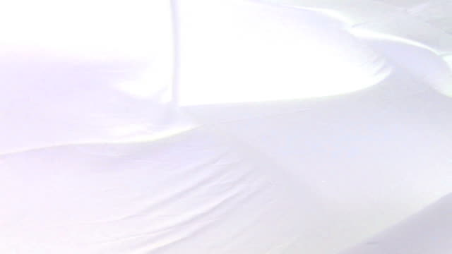 vídeos de stock, filmes e b-roll de caimento fundo branco com véu - véu