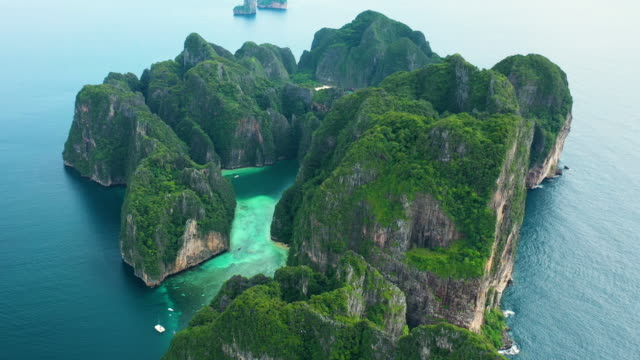 fly backward of phi phi le, phi phi islands, thailand - phi phi le stock videos & royalty-free footage