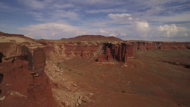 fly by and turn towering rock at cannyonlands national park utah - キャニオンランズ国立公園点の映像素材/bロール