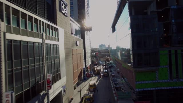 vídeos y material grabado en eventos de stock de fly down street to reveal bell center - montreal