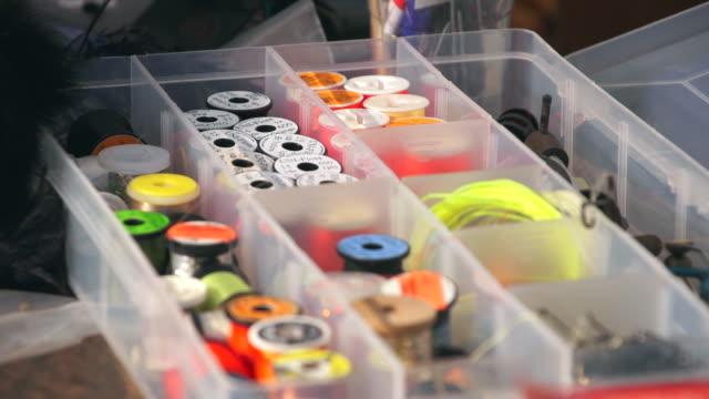 vídeos de stock e filmes b-roll de cu r/f fly fishing line / devon, england, united kingdom - wiese