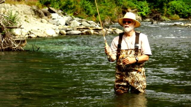 フライフィッシング - 釣りをする点の映像素材/bロール