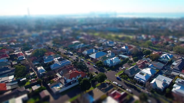 vídeos de stock, filmes e b-roll de a fly over a typical australian suburb. - david ewing