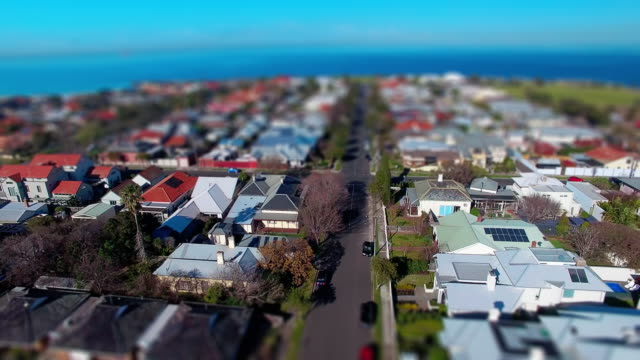 vídeos de stock, filmes e b-roll de a fly over a typical coastal australian suburb. - david ewing