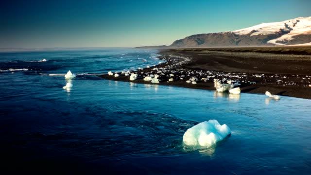 Fliegen über der nördlichen Küste von Island-Jokulsarlon