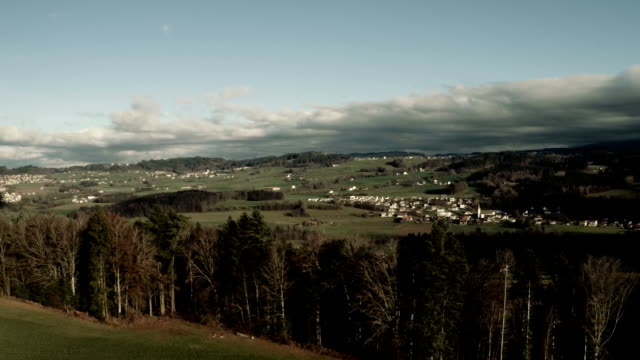 stockvideo's en b-roll-footage met fly over canton fribourg - ohio