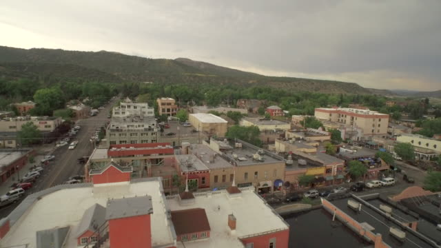 fly over durango colorado downtown - コロラド州点の映像素材/bロール