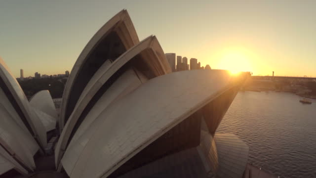vídeos de stock, filmes e b-roll de fly over sydney opera house and pan to harbor bridge - sydney australia