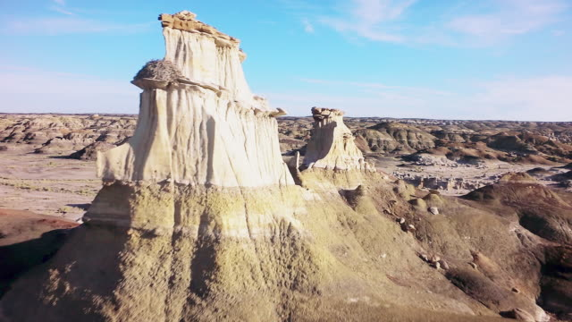 ms ds fly through rock pinnacle formations - bisti badlands stock videos & royalty-free footage