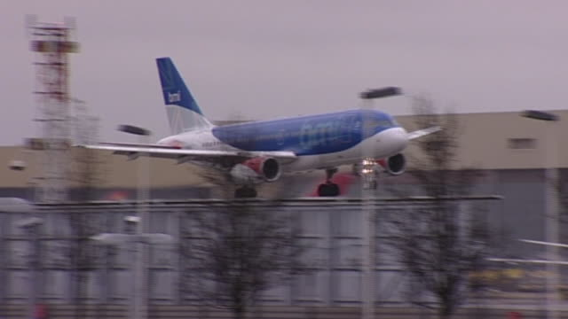 flybmi aircraft landing at east midlands airport - east stock videos & royalty-free footage