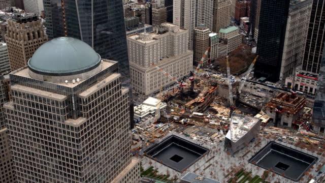 vídeos y material grabado en eventos de stock de flying above ground zero in lower manhattan financial district. shot in 2011. - artbeats