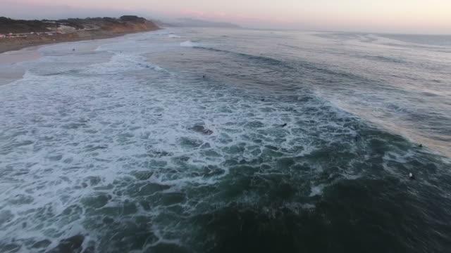 vidéos et rushes de vol au-dessus de l'océan plage san francisco - california street san francisco