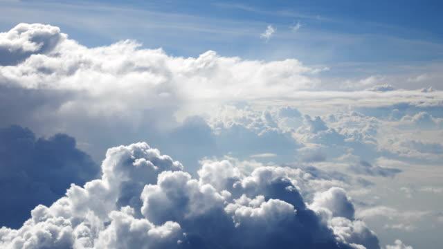 Voler au-dessus des nuages