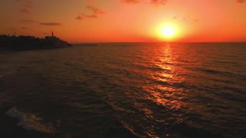 イスラエル、ヤッファの地中海の上を飛んで - ジャファ点の映像素材/bロール