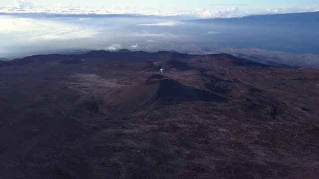 flying around dormant volcano of summit of mauna kea mountain, hawaii. usa - physik stock-videos und b-roll-filmmaterial