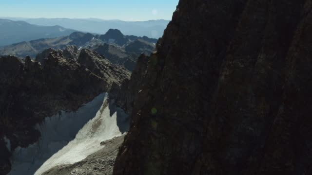 flying around the jagged peaks of the minarets in the sierra nevada mountains. - californian sierra nevada stock videos & royalty-free footage