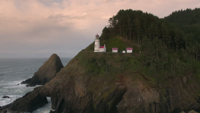 flying backwards viewing heceta head lighthouse - heceta head stock videos & royalty-free footage