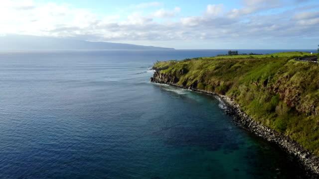 Haut vol au large de la côte de Maui, juste avant le coucher du soleil