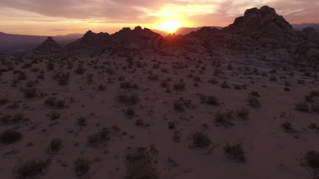 flying in desert with sun in distance - drone aerial video 4k arizona, utah, moab desert, open plain, trail, adventure, discovery landscape, reveal, beautiful, prairie, sun reveal beautiful 4k sports - prairie stock videos & royalty-free footage