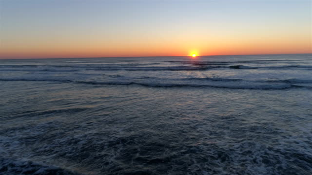 stockvideo's en b-roll-footage met vliegen naar de zonsondergang - oregon coast