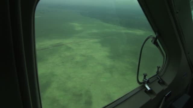 flying kenya to juba, south sudan - 南スーダン点の映像素材/bロール
