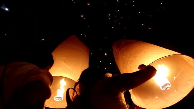 HD: flying Lantern Yeepeng Loi Kra Tong festival in thailand