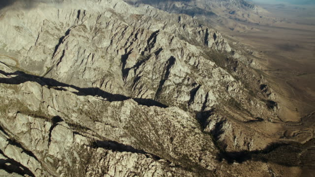 flying north along the eastern sierra nevada mountains with views of several thirteeners, peaks higher than thirteen thousand feet. - californian sierra nevada stock videos and b-roll footage