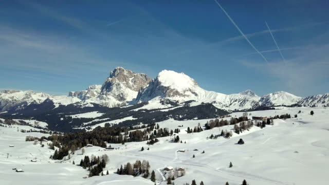 flying on seiser alm with langkofel mountain in background - langkofel stock videos & royalty-free footage
