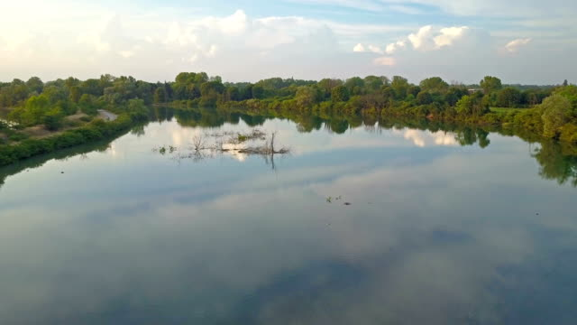 stockvideo's en b-roll-footage met vliegen over de rivier de adda - lombardije - italië - pjphoto69