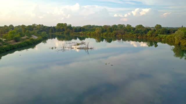 Vliegen over de rivier de Adda - Lombardije - Italië