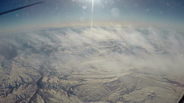 Vliegen over Arabische woestijn