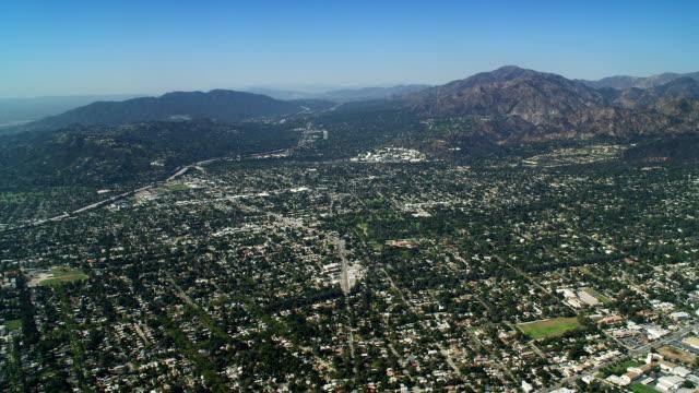 vídeos y material grabado en eventos de stock de flying over california's san fernando valley toward mt. wilson. shot in october 2010. - artbeats