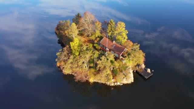 stockvideo's en b-roll-footage met vliegen over val meer en eiland vroege ochtend - stockholm