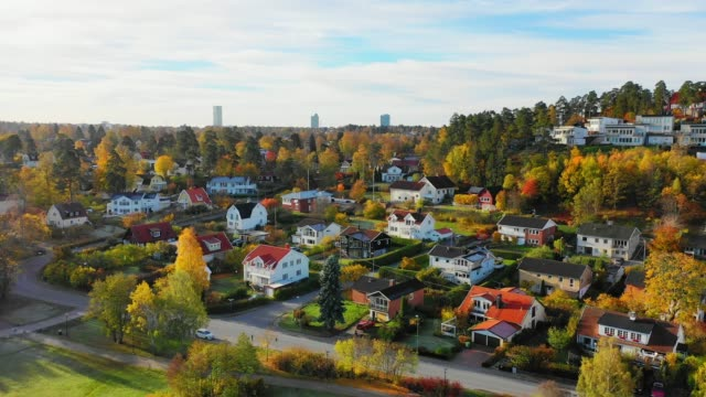 flying over fall lake and villa area edsviken, morning, sollentuna, stockholm - svezia video stock e b–roll