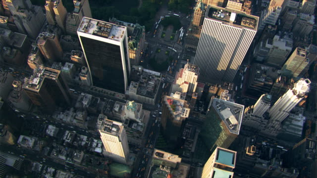 flying over fifth avenue and central park in new york city. shot in 2003. - fifth avenue stock videos & royalty-free footage