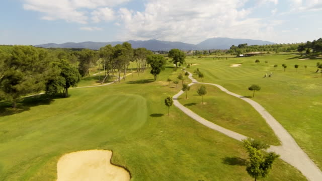 flying over golf course at high speed - カタルーニャ州点の映像素材/bロール