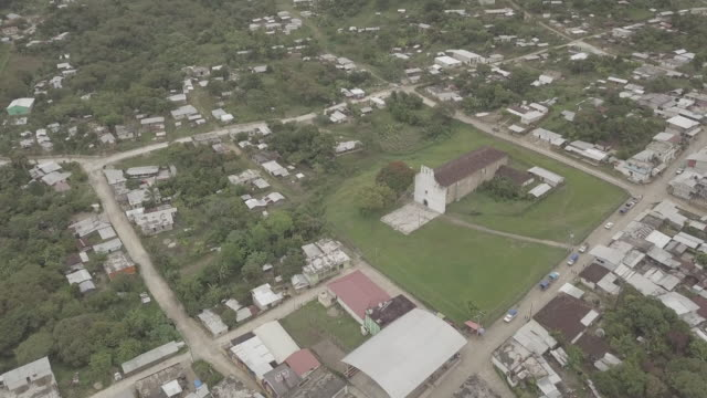 flying over guaquitepec, chiapas - chiapas stock-videos und b-roll-filmmaterial