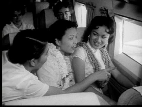 vídeos de stock e filmes b-roll de 1959 flying over hawaii - aloha
