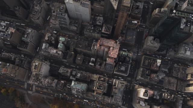 flying over midtown manhattan toward lower manhattan. shot in 2011. - artbeats 個影片檔及 b 捲影像