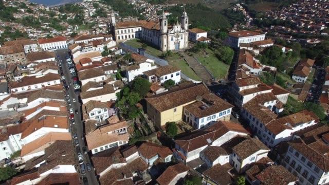 vídeos de stock, filmes e b-roll de flying over ouro preto in minas gerais, brazil - facade