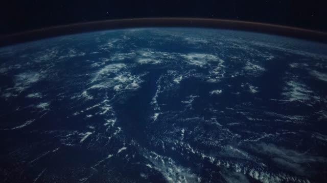 地球上を飛んでいます。国際宇宙ステーションからの眺め。uhd 時間経過。 - russia点の映像素材/bロール